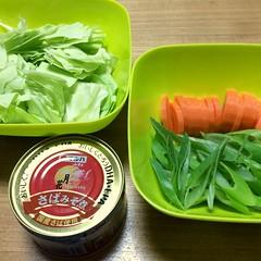 サバ味噌缶詰の小鍋仕立て