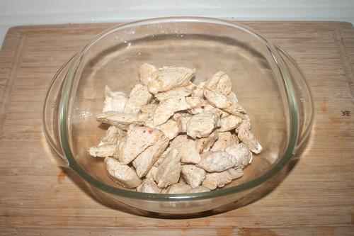40 - Fleisch in Auflaufform geben / Put turkey in casserole