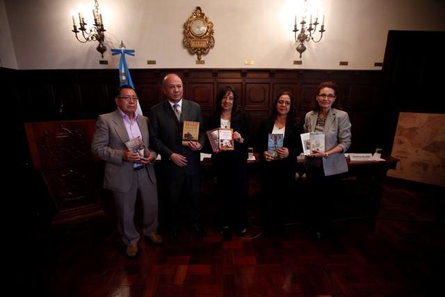 Ministerio de Cultura y Deportes dona libros al Sistema de Bibliotecas del Banco de Guatemala