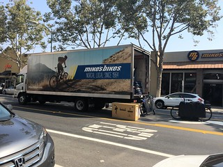 Delivery truck in turn lane, Lincoln Avenue San Jose CA, 23 August 2016