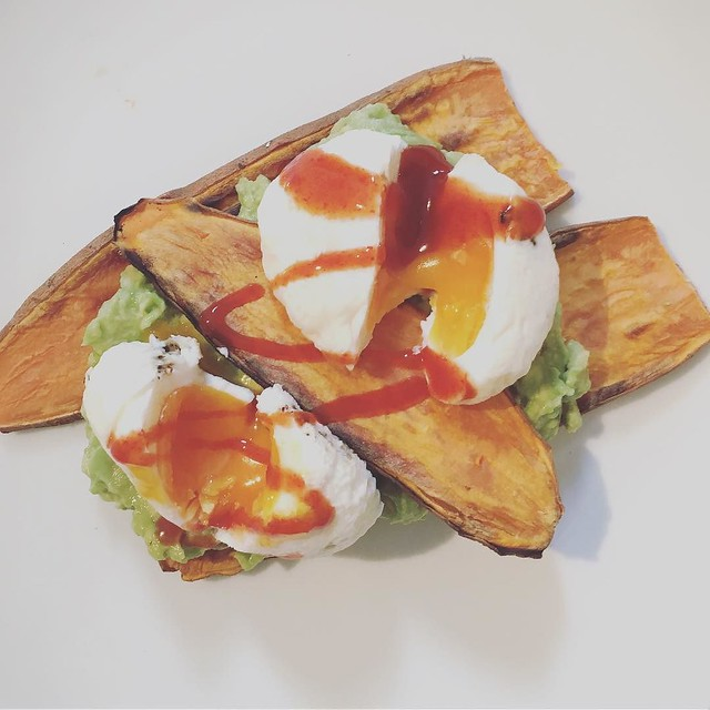 I wouldn't say we were a cliché but.... poached eggs and avocado on sweet potato toast (complete with sriracha, obviously) after doing the crossword in bed with coffee... #brunch #saturday #lazystart #london #lifestyle #lblogger