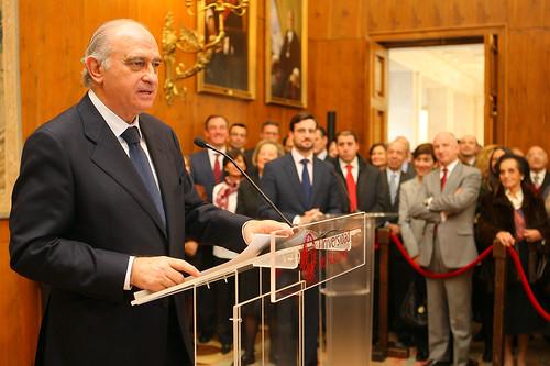 El ministro del interior impone la medalla de la gran cruz for Ministro del interior 2016