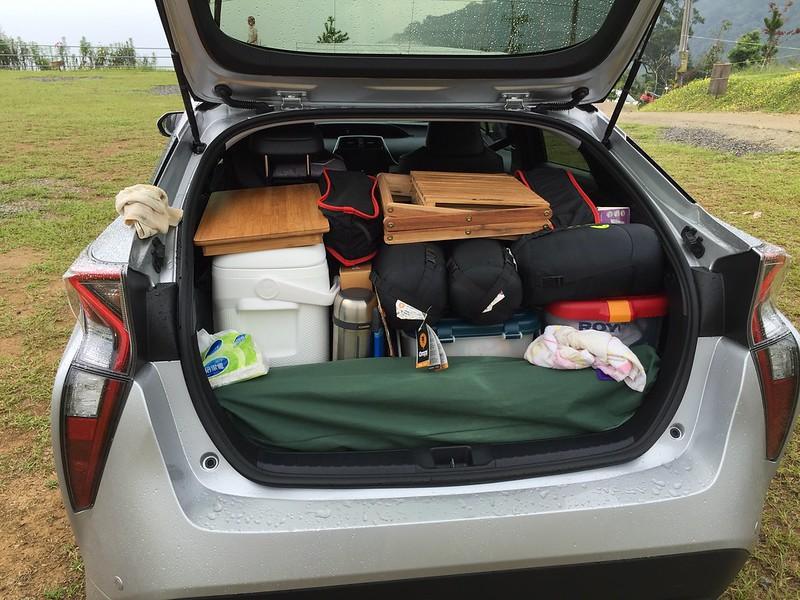 塞滿的後行李廂
