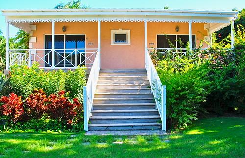 """""""Mangroves"""" la propriété à louer pour des vacances mémorables sur l'île de Nevis / """"Mangroves"""" a one-of-a-kind property on Nevis to rent for memorable holidays"""