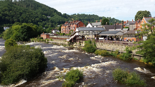 Llangollen Station & river