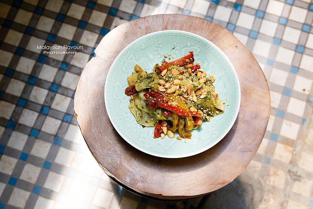 chinese pesto flat noodle