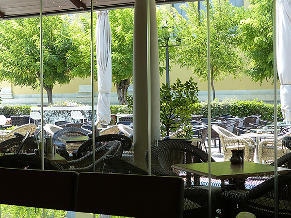 la terrasse de l'Aegli Café
