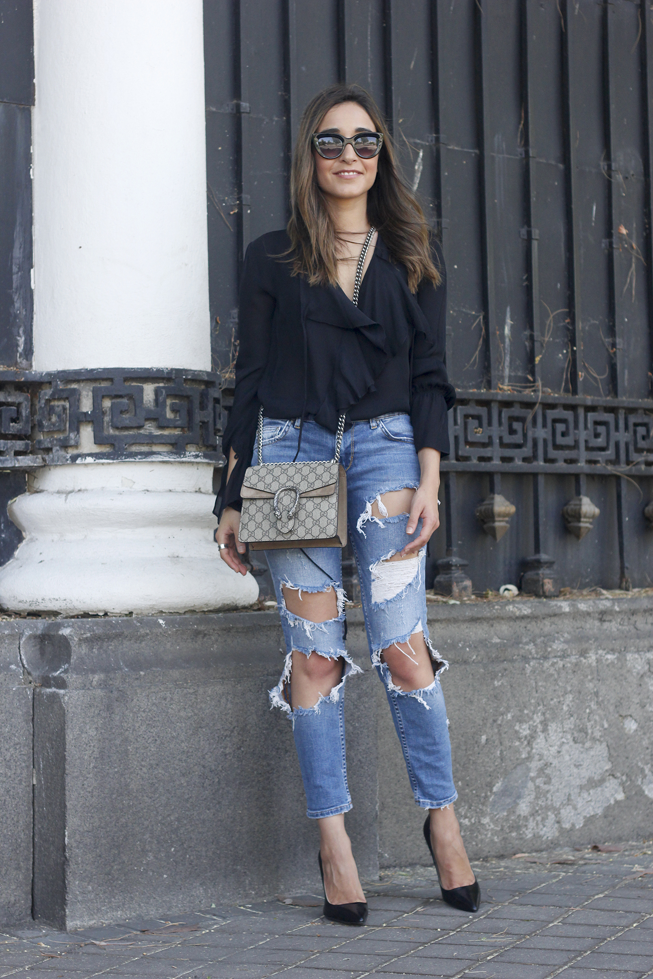 frilled shirt ripped jeans black heels gucci bag summer outfit sunnies04