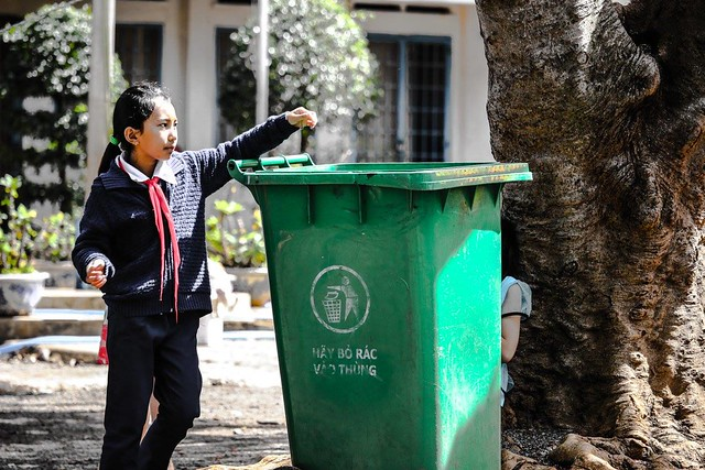 Student demonstrates throwing garbage