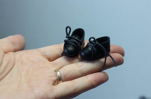 Veeeeeeeery small shoes )))