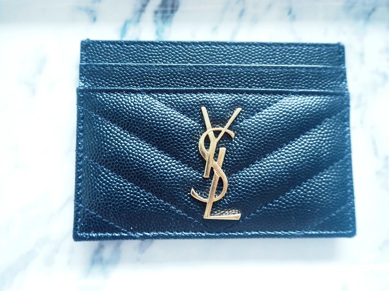 yslblackgoldleathercreditcarscaseP8074296,saintlaurentpariscardcaseP8074289, ysl, paris, pariisi, ranska, france, ostokset, shopping, credit card case, card holder, korttikotelo, saint laurent paris, yves saint laurent, nahka, musta, black, leather, characteristic pattern, ominainen kuvuiointi, quilted leather, nahkaan tikattu, ysl logo, kulta, gold, pockets, taskuja, accessories, asusteet, muoti, fashion, stylish, tyylikäs, luxury, luksus, laadukas, ysl card case,