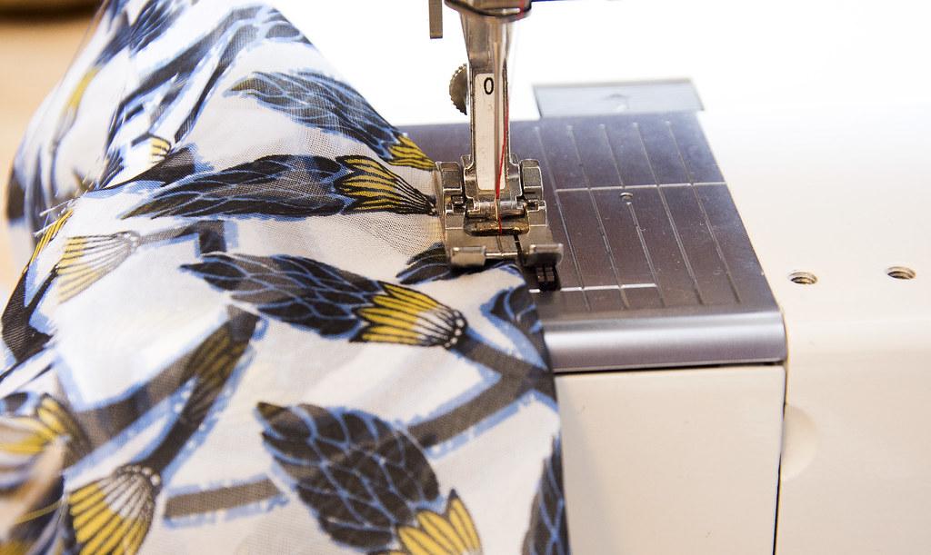 Sewing a bobbin stitch dart
