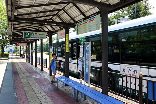 搭巴士前往內宮