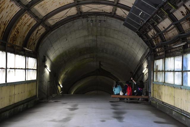 土合駅:地下へ