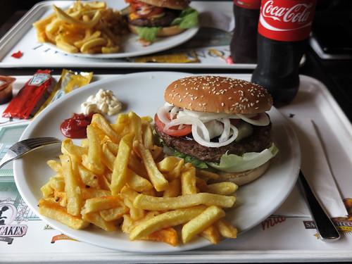 Giant Beef Burger am Klondike Grill im Zoo Hannover (so zusammengebaut)