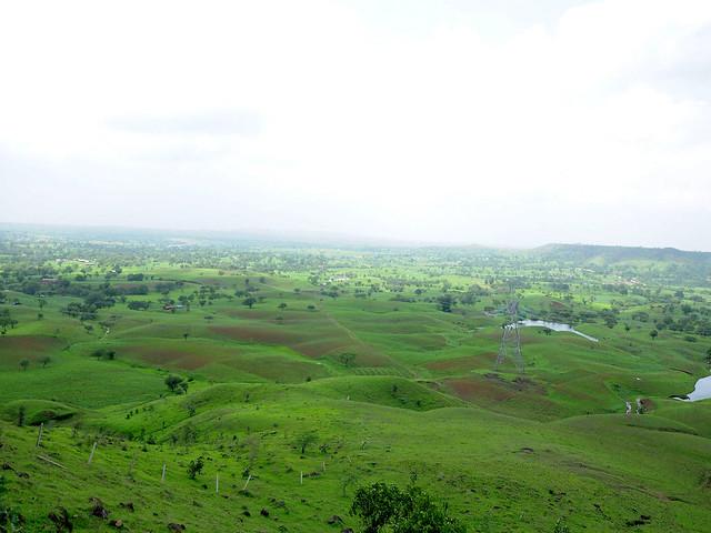 बारिश के बाद अब झाबुआ की हाथीपावा पहाड़ी का विहंगम दृश्य