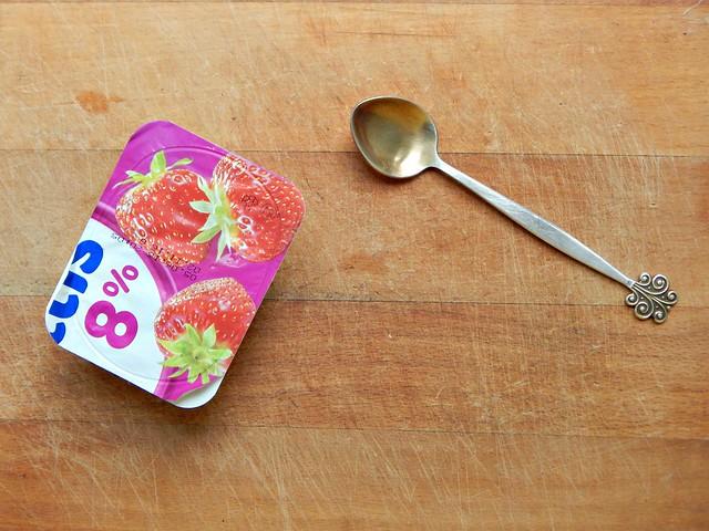 Как приготовить замороженный йогурт дома без мороженницы? Взять йогурт из магазина и заморозить в морозилке!  Фотографии, рекомендации и отзывы в кулинарной рубрике HoroshoGromko.ru / выпекаю