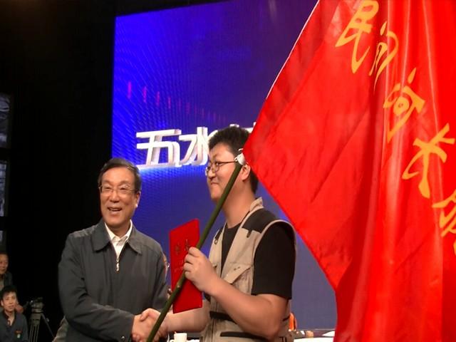 जिन हाओ के अभियान की सराहना करते पदाधिकारी