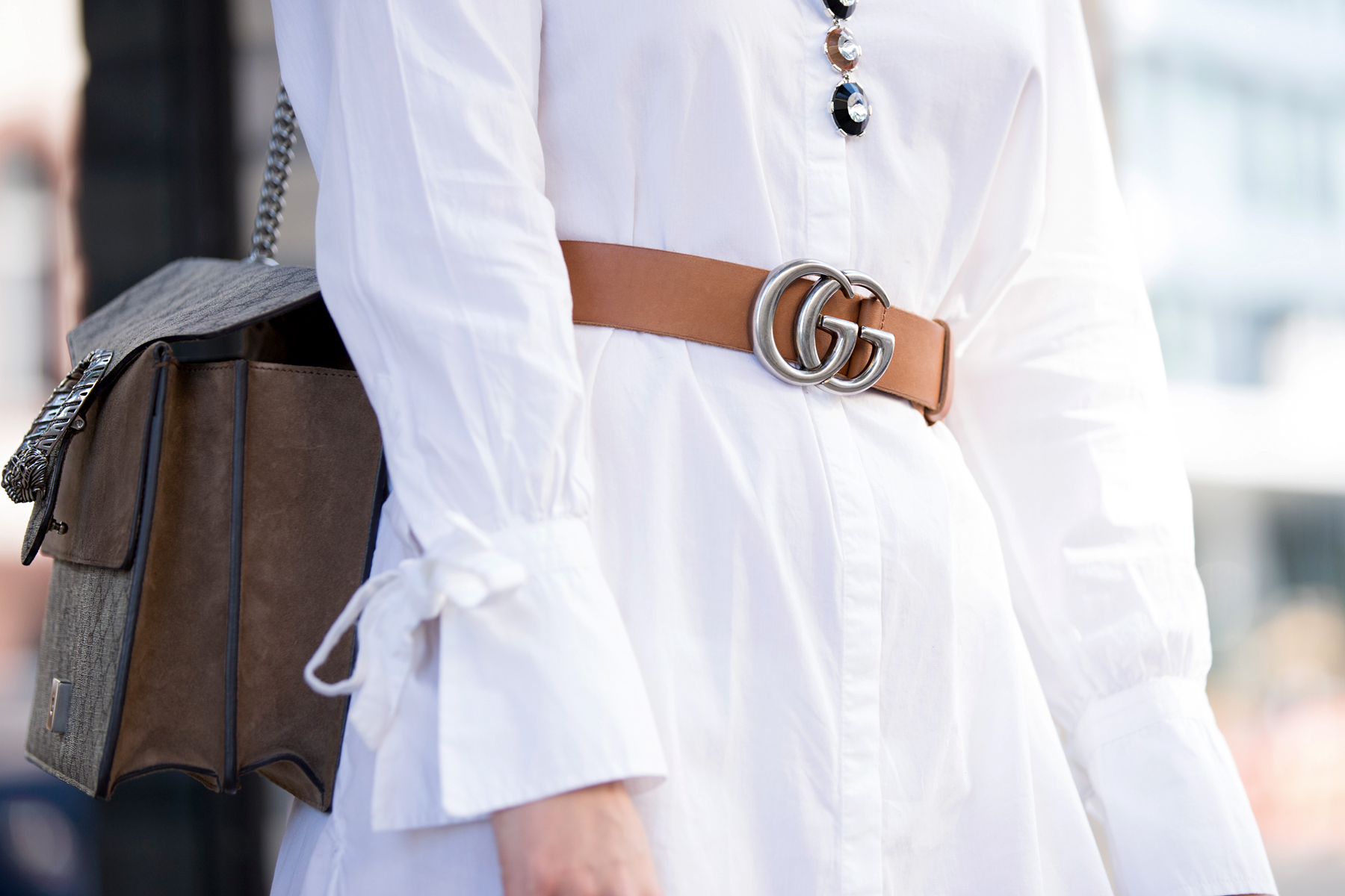 outfit white dress gucci belt dionysus bag pompom heels aquazzura diy blogger ootd fashionblogger summer streetstyle berlin bloggers cats & dogs modeblog ricarda schernus lifestyleblogger 3