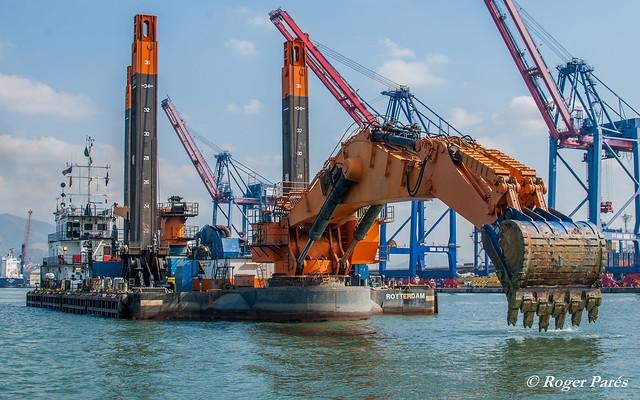 Trabajos de Dragado de Puertos - Dragas marinas - Imagen: Roger Parés