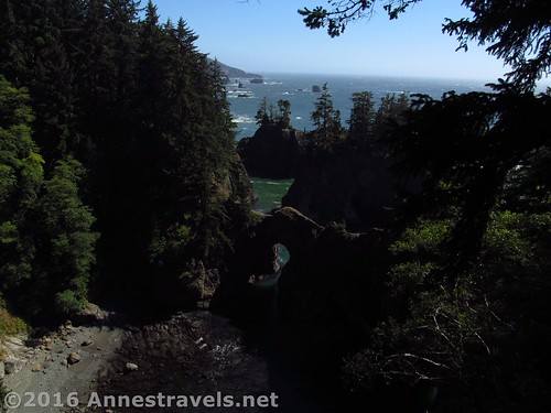 Sea arch along the Samuel H. Boardman Scenic Corridor, Oregon