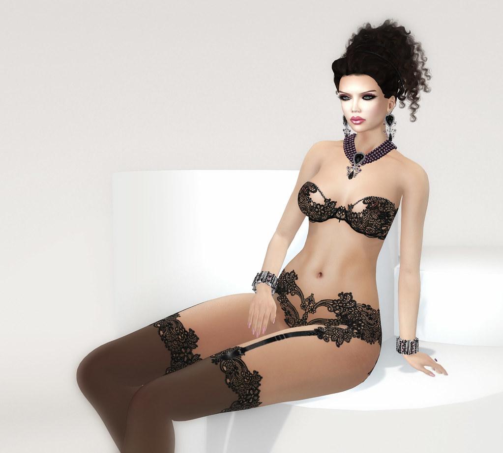 Abigail lingerie, Carries