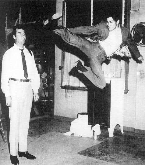 Marlowe - Backstage - James Garner and Bruce Lee