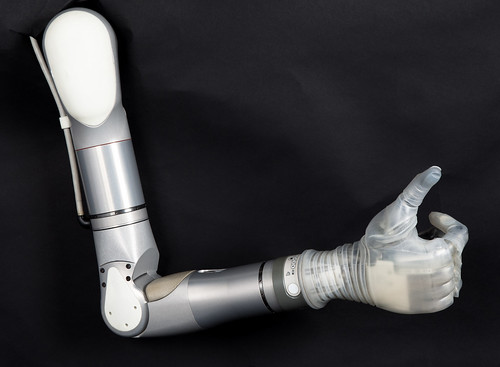 Фото бионической руки LUKE Arm от DEKA
