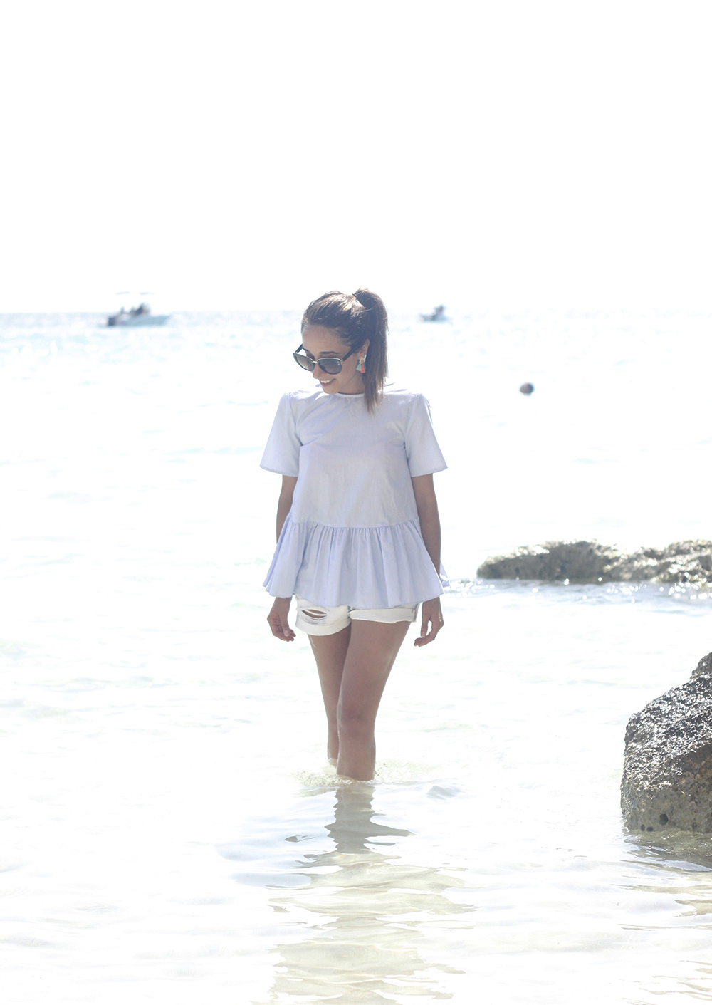 beach outfit blue blouse with bows shorts hat sunnies summer fashion style06
