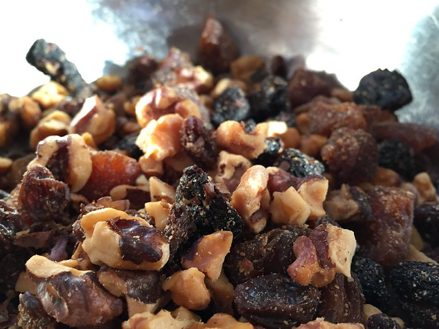 Toasted walnuts / dried fruits mix