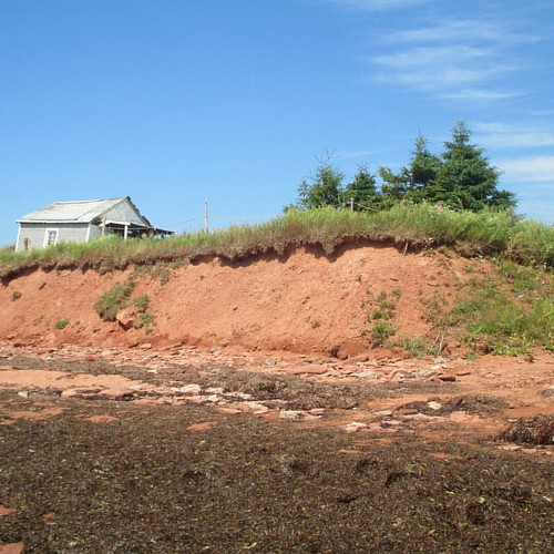Looking up at low tide #pei #victoria #victoriabythesea #road #beach #red #latergram