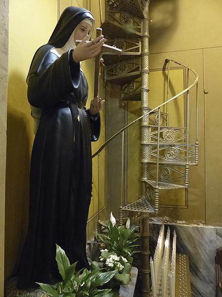 vierge et escalier