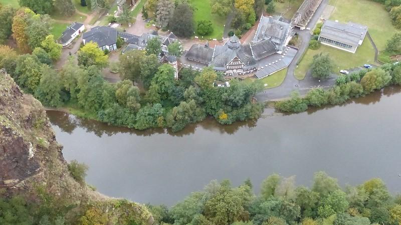 Blick runter auf die Nahe von der Burgruine Rheingrafenstein