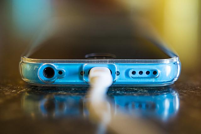 150309-charging-cellphone-smartphone-blue.jpg