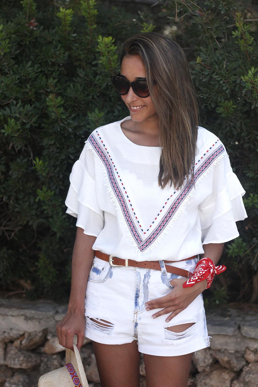 White Summer look bandana beach outfit14
