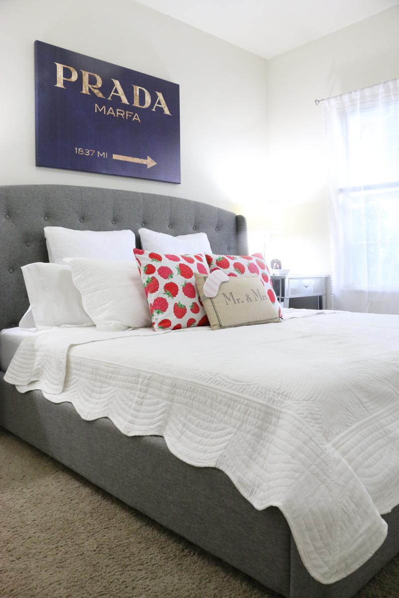 white-bedding-bed-oliver-gal-prada-art-pillows-11
