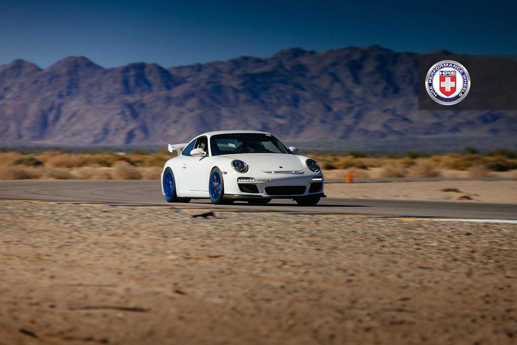 Порше 911 ГТ3 в кузове 997.2 на дисках HRE R101