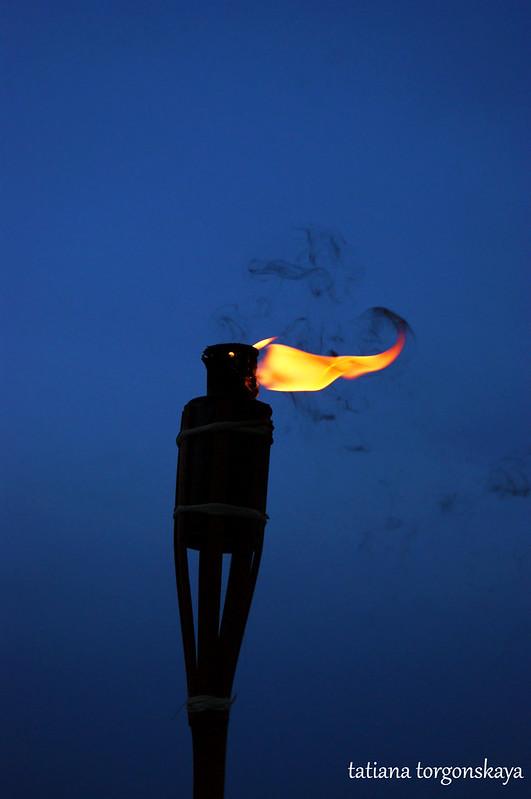 Факел на фоне утреннего неба