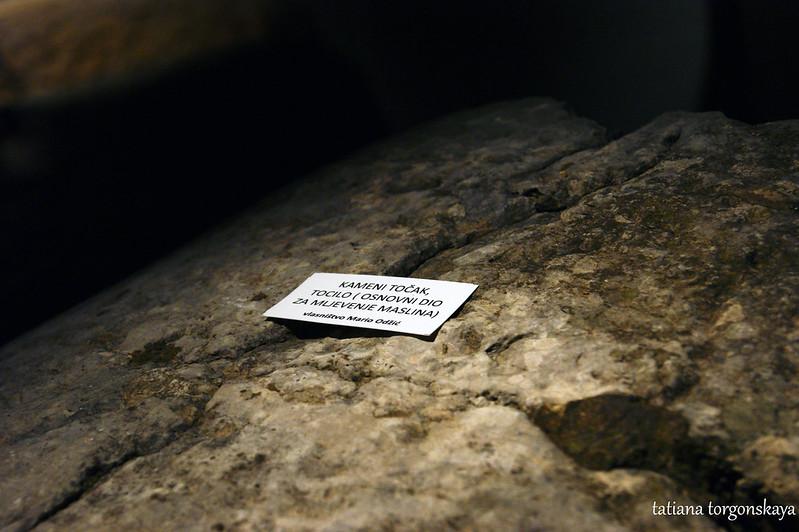 Поверхность каменного колеса