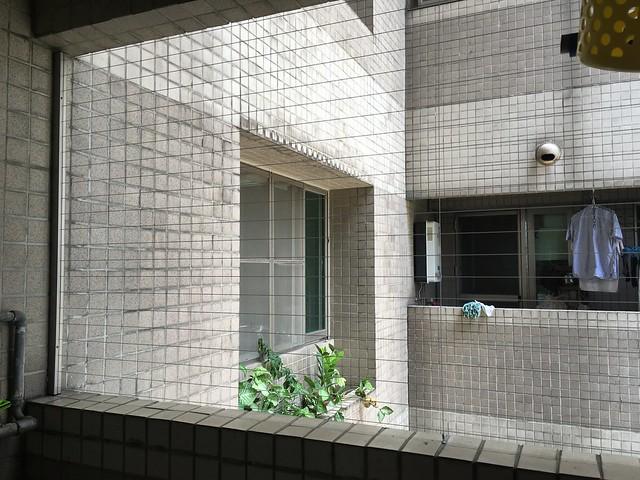 陽台與全室所有窗戶(除了廁所以外)都做了隱形鐵窗