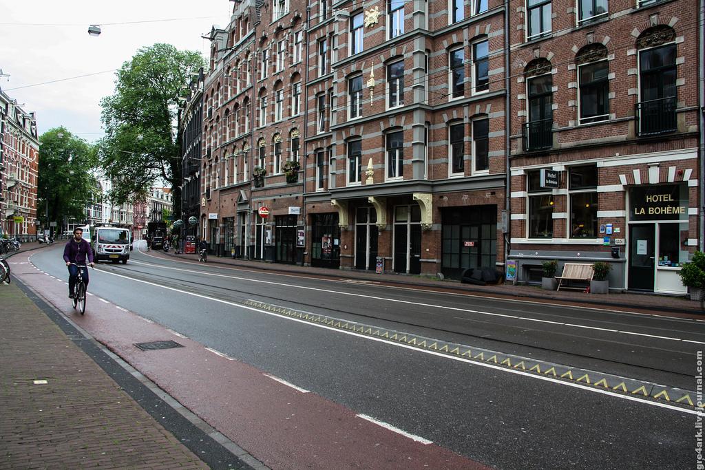велополоса в центре Амстердама