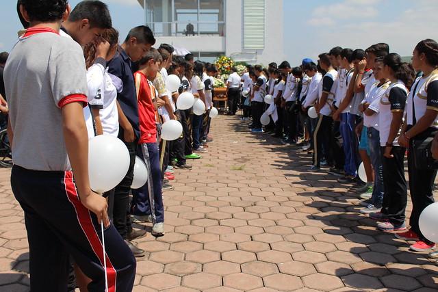 Rinden homenaje luctuoso a campeón canoista en Zapotlán el Grande