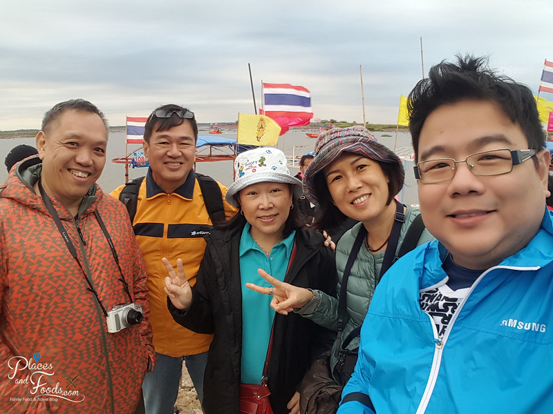 udon thani red lotus lake group selfie