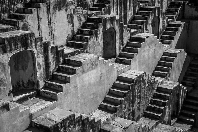 Mysterious step well near Amber Fort, Jaipur, India ジャイプール、アンベール城近くの神秘的な階段井戸