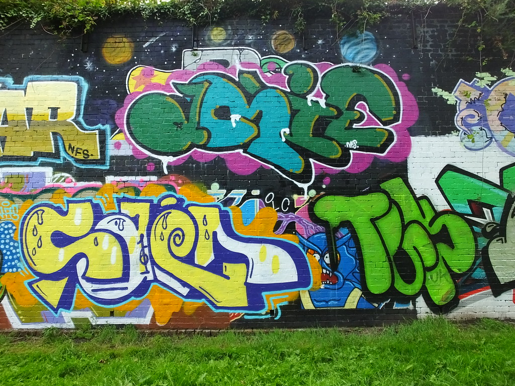 Sevenoaks Park street art and graffiti