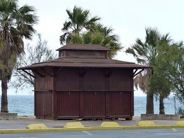 cabane sur la plage de Saint-Raph