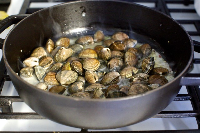 garlic wine and butter steamed clams – smitten kitchen