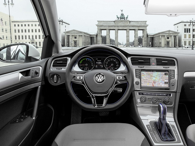 Салон электрокара Volkswagen e-Golf. 2013 год