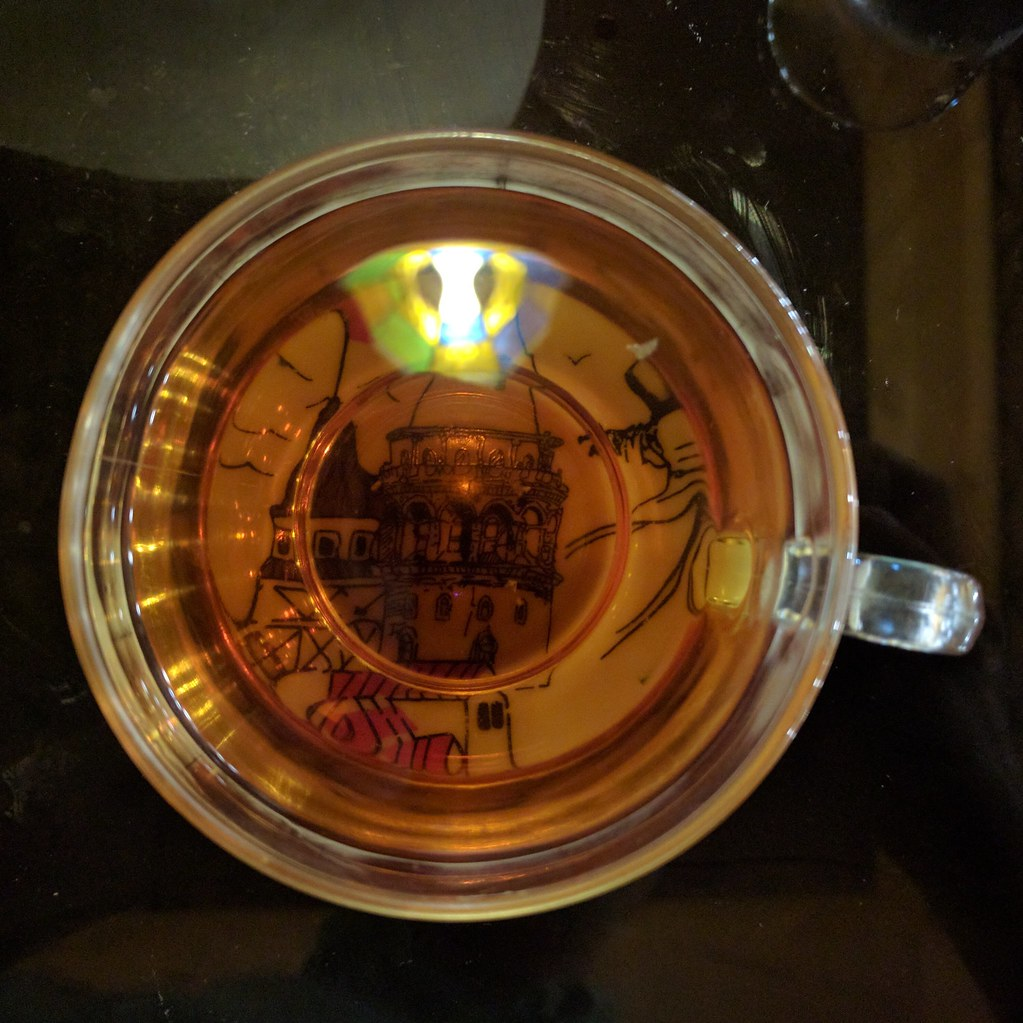 吃完了主食,喝口土耳其紅茶吧。