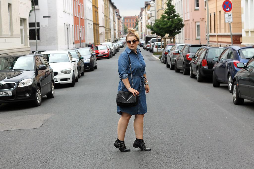 outfit-europapassage-jeanskleid-sommer-trend-look-modeblog-fashionblog-stiefeletten-chloe-lookalike11